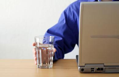 Вода и ноутбук