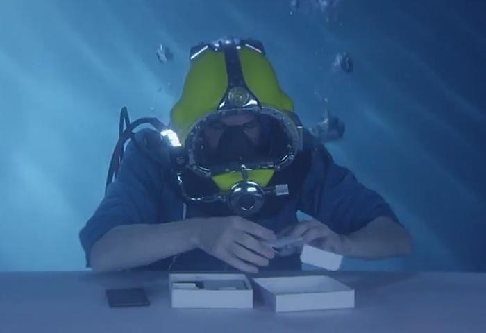 Анбоксинг Sony Xperia Z3 под водой