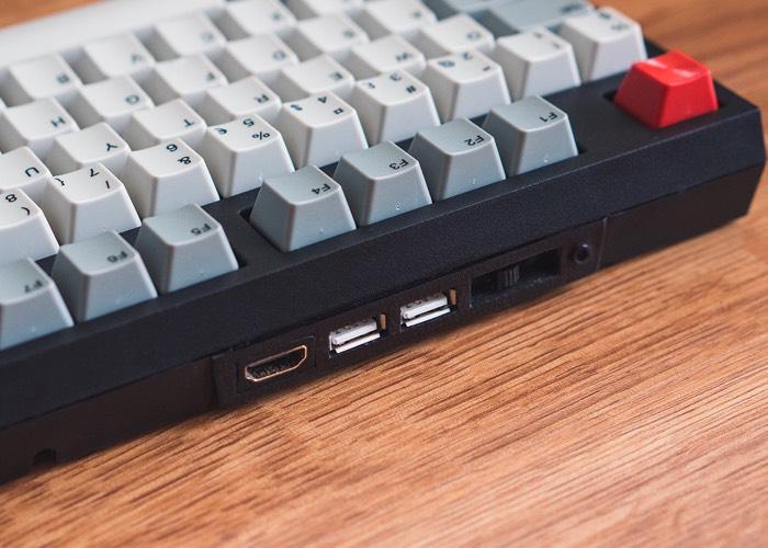 Компьютер Raspberry Pi 2 разместили в механической клавиатуре