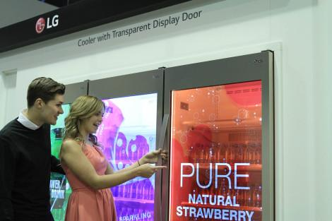 lg-transparent-display-dooler-door-02_ise-2015