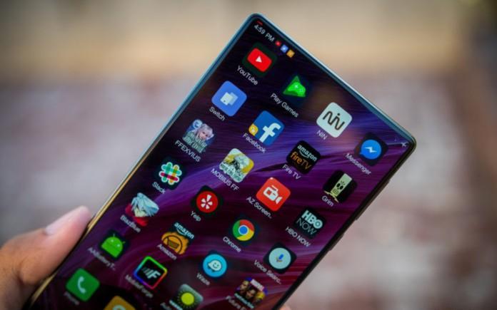 Телефоны  | Xiaomi в третьем квартале 2017-го продала 26,7 млн. смартфонов | Xiaomi-смартфоны-696x435