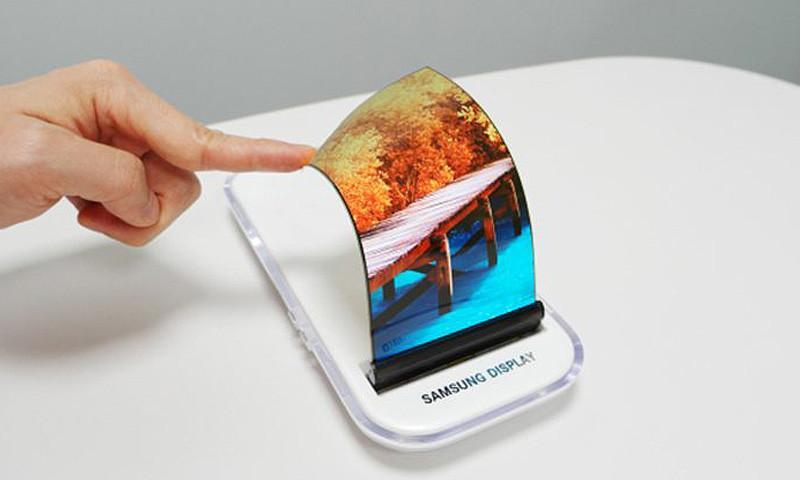 Samsung выпустит смартфон с гибким 7,3-дюймовым дисплеем за $1850
