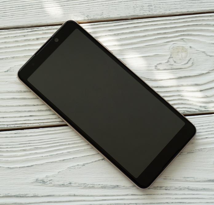 BQ Next Music (5707G) смартфон с экраном 18:9 обзор